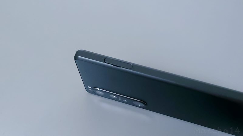 Xperia 1 IIIのmicroSDカード/nanoSIMカード用トレイ